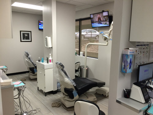 Exam Room of Hormozdi DDS Denture Clinic in Gladstone, MO