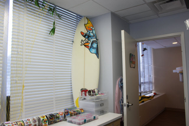 Picture of a surfboard in the dental office at Pediatric Dentistry of Garden City