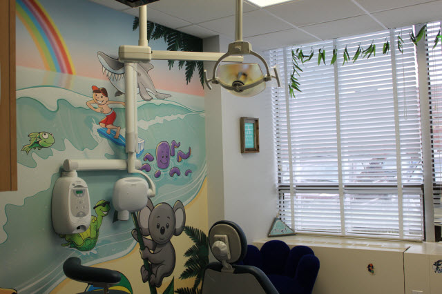 Picture of surf-themed examination room at Pediatric Dentistry of Garden City