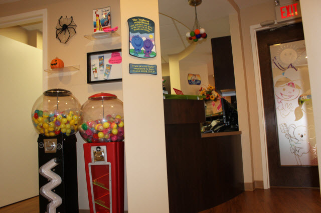 Picture of gumball machines in waiting room at Pediatric Dentistry of Garden City