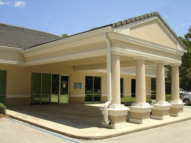 A building where implant dentists work in Port Orange, FL